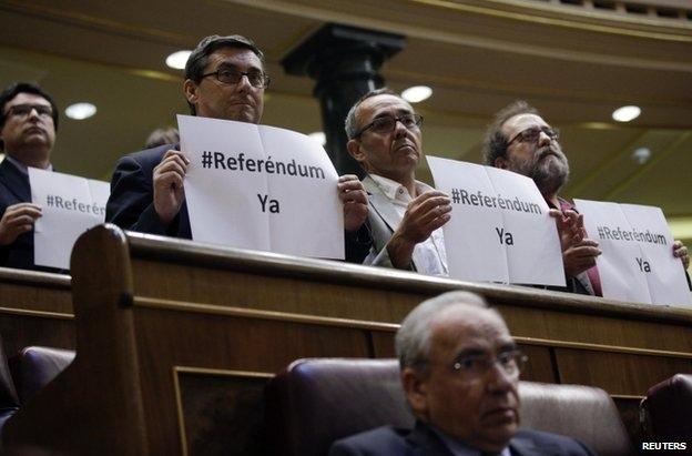 نمایندگان مجلس اسپانیا با تصویب قانونی خواستار استعفای پادشاه شدند