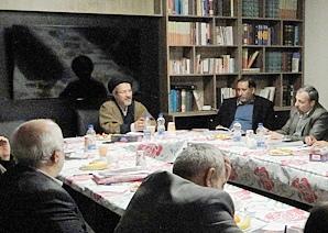 میزگرد فرهنگ در دفتر ماهنامه فرهنگ و ادبیات انقلاب اسلامی