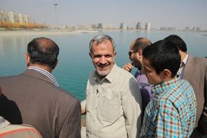 مسجد جامعی در دریاچه چیتگر