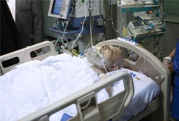 آیت الله مهدوی کنی در بستر بیماری