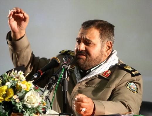 سرلشکر فیروزآبادی: برای پیشرفت کشورباید با تمام توان به دولت کمک کنیم