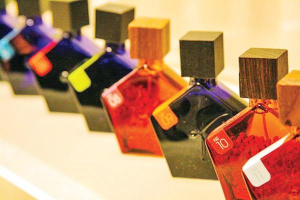 واردات عطر هم ممنوع شد | ۹۰ درصد عطر بازار ایران با واردات تأمین میشد