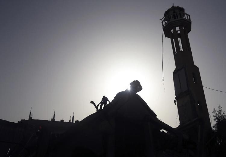 عکس روز: حمله صهیونیستها به مسجد