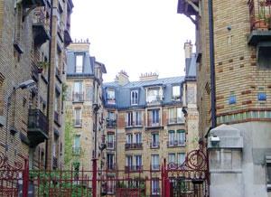 ایجاد شهرهای جدید و گسترش حومه شهرها بخشی از طرح دولت فرانسه برای افزایش عرضه مسکن بود.