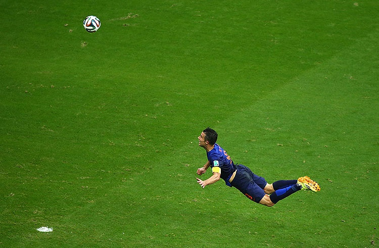 Robin van Persie of the Netherlands scores the team's first goal with a diving header in the first half during the 2014 FIFA World Cup Brazil Group B match between Spain and Netherlands at Arena Fonte Nova in Salvador, Brazil, on June 13, 2014. (Jeff Gross/Getty Images) #
