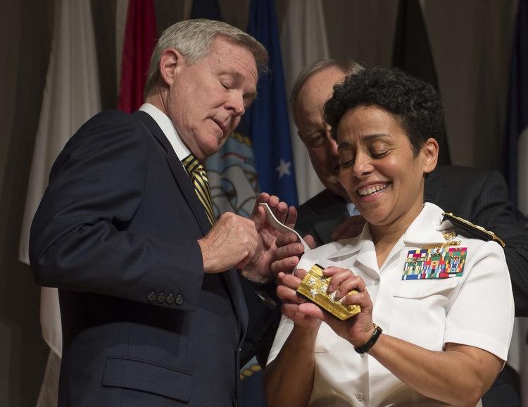 ارتقاء درجه اولین زن سیاهپوست آمریکایی به مقام دریابد چهار ستاره