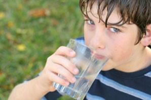مصرف کافی آب در جوانی پوست موثر است