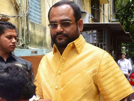 هدیه تولد میلیونر هندی؛ پیراهنی از جنس طلا