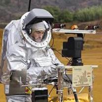 فضانوردان موفق به هدایت یک کاوشگر زمینی از فضا شدند