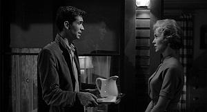 نمایی از آنتونی پرکینز و جنت لی در فیلم روانی( سایکو) ساخته آلفرد هیچکاک ۱۹۶۰