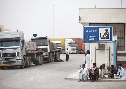 باج خواهی مسئولان افغانی برای اجازه ورود به کامیونهای حامل بنزین