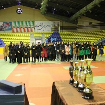 همدان کاپ قهرمانی جودوی کشوری نوجوانان دختر را بالای سر برد