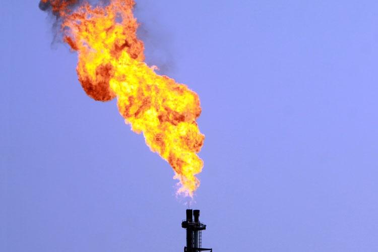 عمران خان: طرح خط لوله انتقال گاز از ایران را تکمیل میکنیم