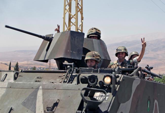 ادامه درگیری بین ارتش و تکفیری ها در عرسال لبنان