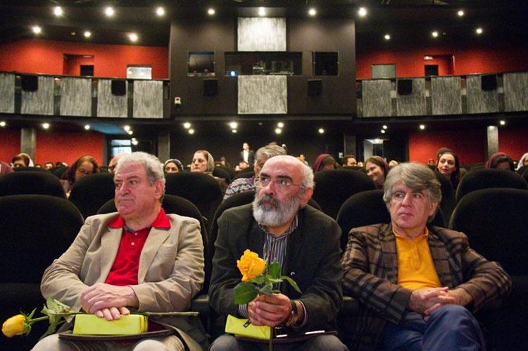 گزارش تصویری: اهدای مدال از سوی لوریس چکناواریان به دکتر شکرخواه
