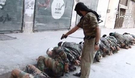 گروه تروریستی داعش زخمی های خود را اعدام می کند