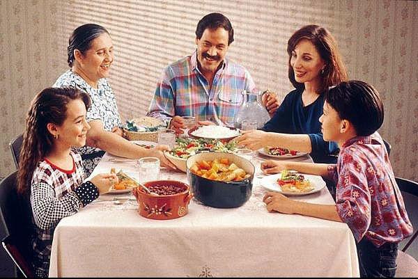 شام خوردن در کنار خانواده برای سلامتروان نوجوانان مفید است