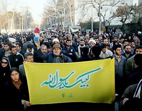 تجمع اعتراضی دانشجویان انقلابی در برابر سفارت فرانسه در تهران