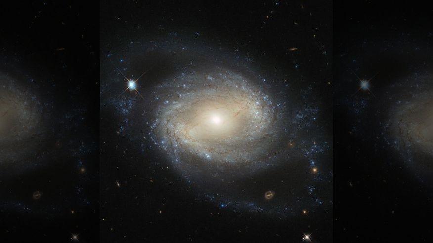 هنرنمایی جدید هابل در عکاسی از یک کهکشان دورافتاده