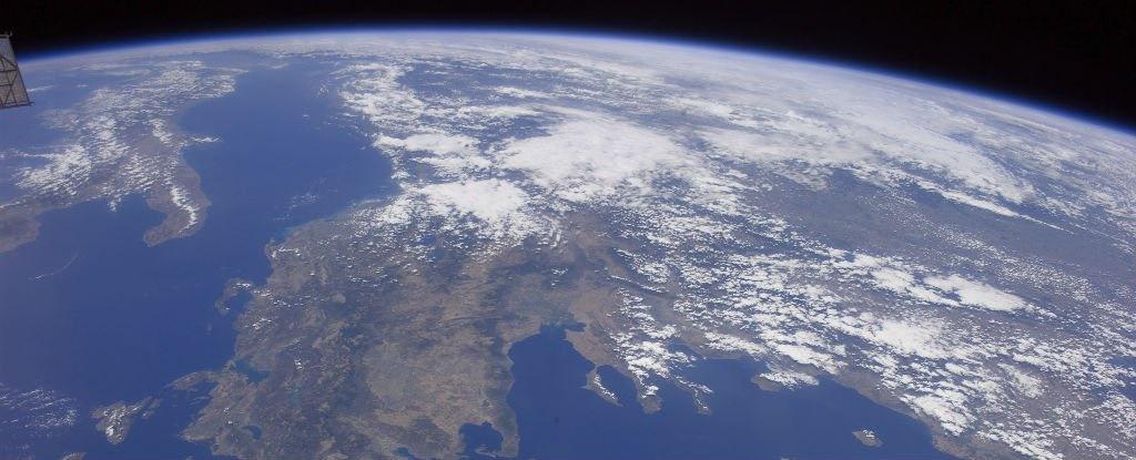 برخورد تکه زباله فضایی با زمین در ماه نوامبر