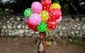 عکس روز: دختربچه بادکنکفروش
