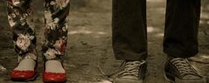 سیصد و شونزده؛ کفشهای مینی مالیستی آن زن