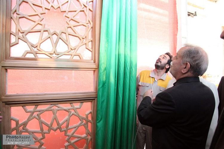 تصاویر| هنرمندان سازنده درهای شبستان حضرت زهرا (س) در نجف