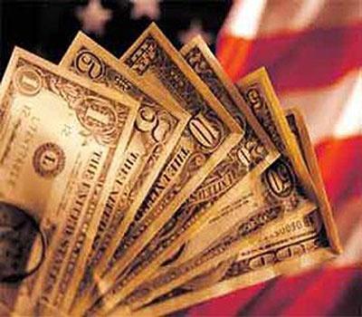 دلار آزاد ۵۷۰ تومان بالاتر از دولتی ایستاد