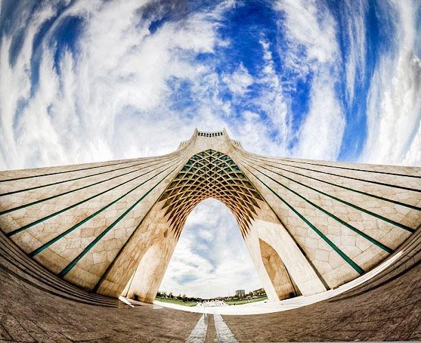 عضو شورای شهر خبر داد: ریزش سقف برج آزادی