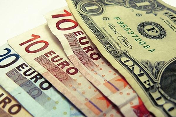 صعود نرخ دلار بانکی به ۳۰ هزار و ۸۶ ریال