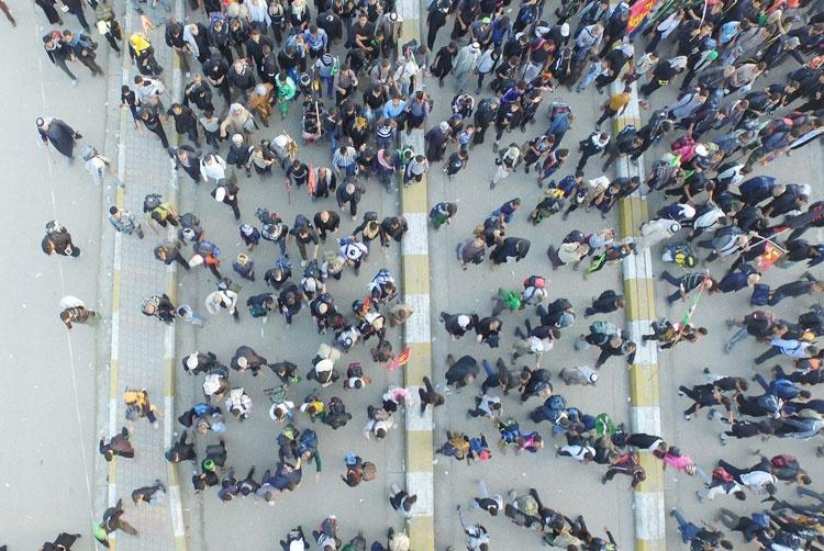 راهپیمایی میلیونی زائران بغدادی به سمت کربلا آغاز شد