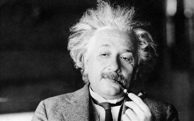 «اینشتین» در کشاکش جنگ و صلح | زندگی نابغهای که یک سال با رضا شاه اختلاف سنی داشت