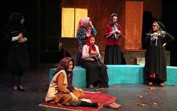 نقد تئاتر و بررسی نمایش مونس