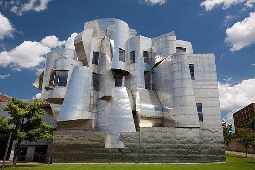 موزه هنر Weisman نمایی انتزاعی از آبشار وماهی!
