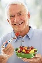 مراقب تغذیه سالمندان باشید