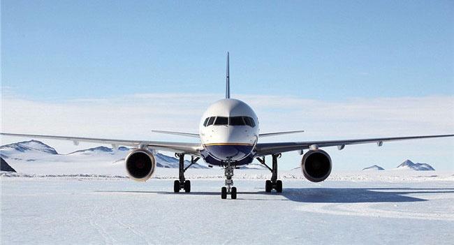 فرود موفقیت آمیز هواپیمای مسافربری در مسیر یخی قطب جنوب