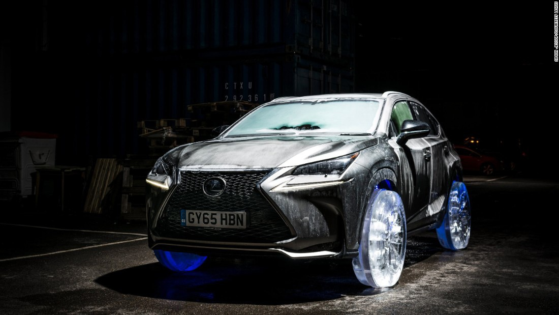 شیرینکاری تبلیغاتی جدید لکسوس: رانندگی روی چرخهایی از یخ