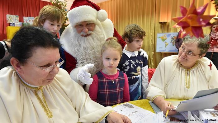 نظرسنجی تازه در آمریکا: بابانوئل دمکرات است یا جمهوریخواه؟