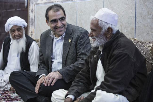 سیستان و بلوچستان | تصاویر وزیر بهداشت در منزل جوانترین شهید دفاع مقدس