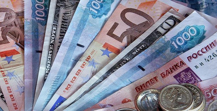 ارزش برابری روبل در آخرین روز معاملات ارزی سال ۲۰۱۵