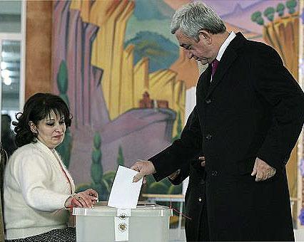 رای مثبت مردم ارمنستان به اعطای اختیارات بیشتر به نخست وزیری