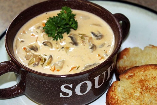 سوپ قارچ با نان
