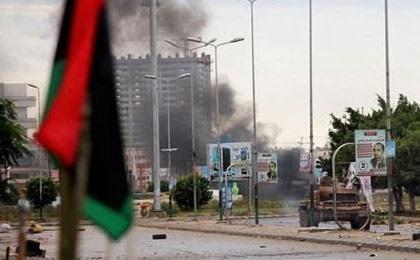 فیلم |لحظه حمله جنگندههای نیروهای حفتر به یک مدرسه نظامی در طرابلس