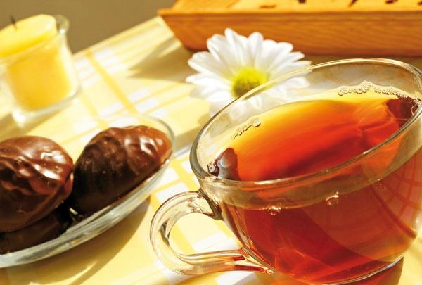 یک استکان چای لب دوز