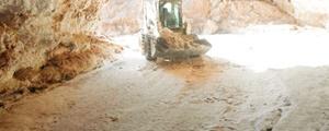 تخریب بزرگترین غار نمکی جهان در قشم