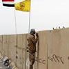 نصب پرچم عراق بر فراز ساختمان استانداری تکریت