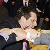 حمله با سلاح سرد به سفیر آمریکا در سئول؛ ۸۰ بخیه؛ سفیر زنده است