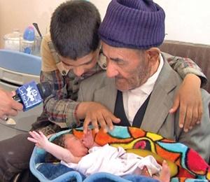 تولد نوزدهمین فرزند پیرمرد ۹۵ ساله