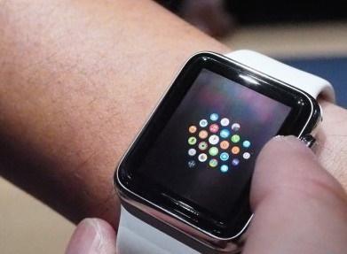 عرضه سفارشهای ساعت مچی اپل ۴ تا ۶ هفته به تعویق افتاد