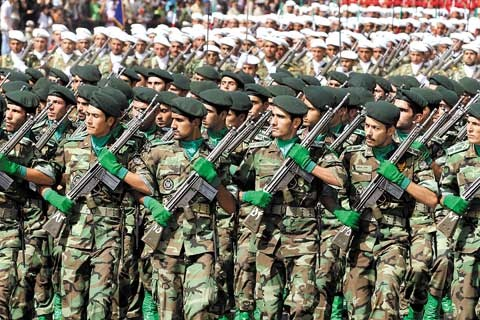 رژه نیروهای مسلح در جوار حرم مطهر امام راحل برگزار میشود
